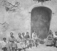 36 Fent cistells a la Font de la Vila