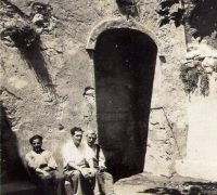 307 Joan Inglès i família a la font de la Vila
